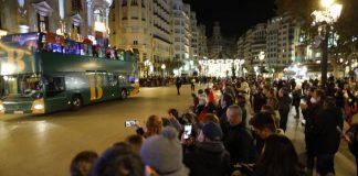 La cavalcada de Reyes de València s'ha desbordat